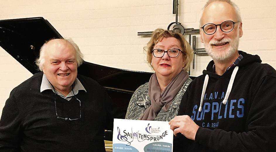 Musikprofessor Kurt Seibert (links), die zweite Vorsitzende des Vereins Kulturförderung Brake, Manuela Schöler, und Vereins-Beisitzer Gebhard von Hirschhausen. BILD: Sarah Schubert
