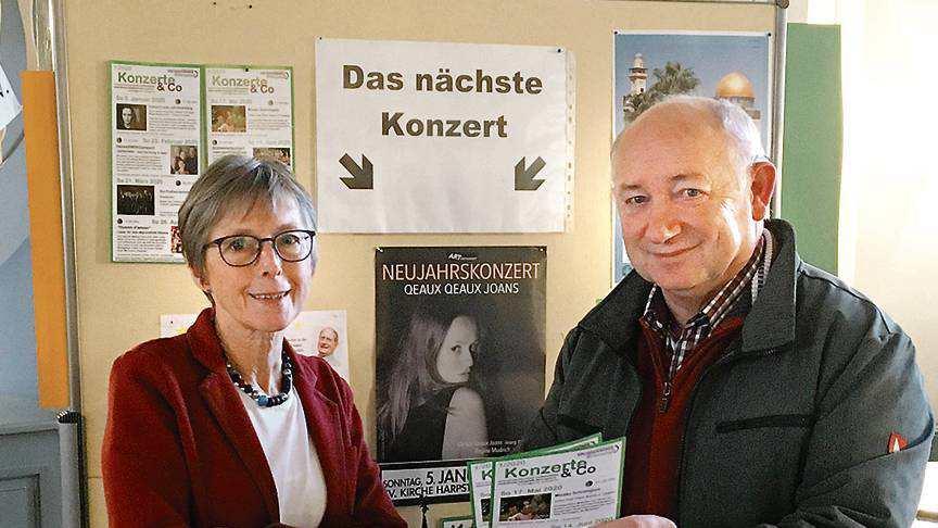 Pastorin Elisabeth Saathoff und Heinz-Jürgen Grashorn (Konzerte-AG) stellten das Konzertprogramm in der Harpstedter Christuskirche für das erste Halbjahr 2020 vor. BILD: Jana Budde