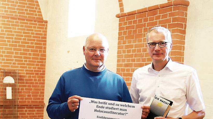 Benno Gliemann (links) und Tom O. Brok laden ein zur Veranstaltungsreihe über Holocaustliteratur. BILD: Antonia Brockmann