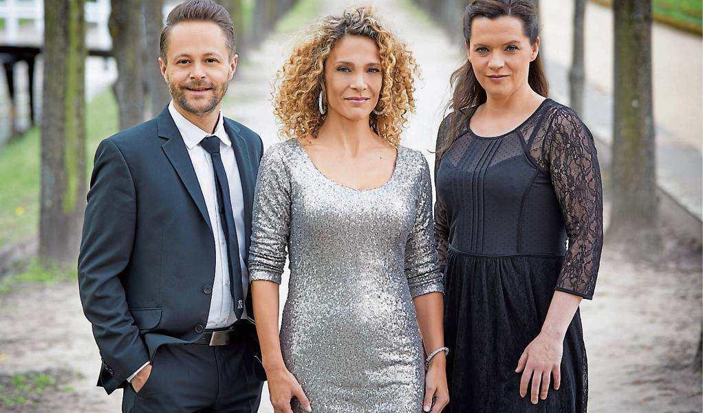 Sopranistin Marie Giroux (Mitte), Tenor Joseph Schnurr und Pianistin Jenny Schäuffelen laden ein zum Musicalabend im Vareler Waisenhaus. Bild: privat