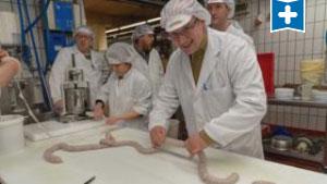 So werden Pinkel und Kochwurst gemacht