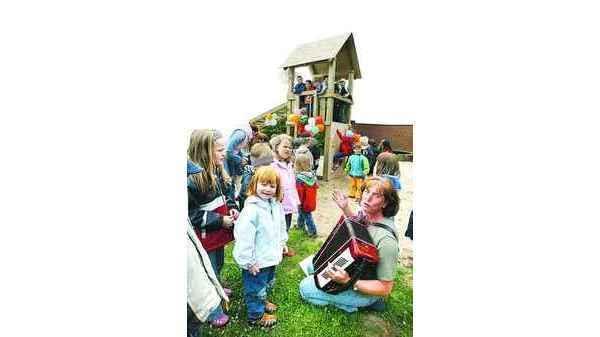 Klettergerüst Baby : Kindergarten ganderkesee: freude über neues klettergerüst