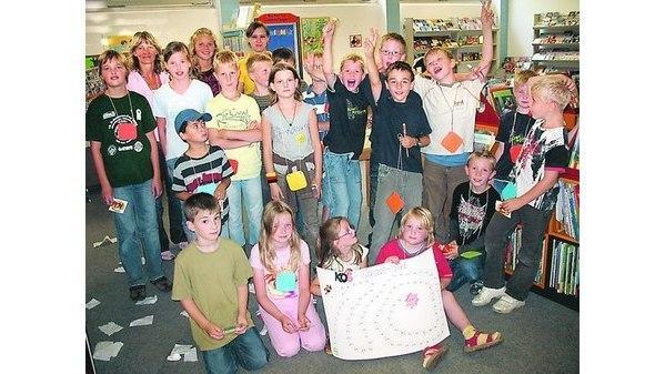 """2217f4f7509d05 Rund 20 Mädchen und Jungen machten beim """"Chaosspiel"""" einen Vormittag lang  die Katholische Öffentliche Bücherei Sankt Andreas unsicher. Bild  ANKE  LAMMERS"""