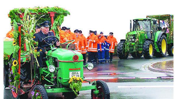 Heimatverein Altenesch Leuchtende Laternen Und Bunte Traktoren