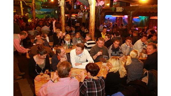 Bilder aus Almhütte und Hansezelt Bremer Freimarkt: Fotos