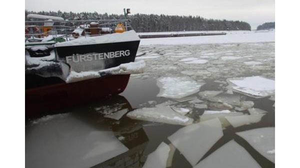 Ostfriesische Inseln Fähren Kämpfen Sich Durchs Eis