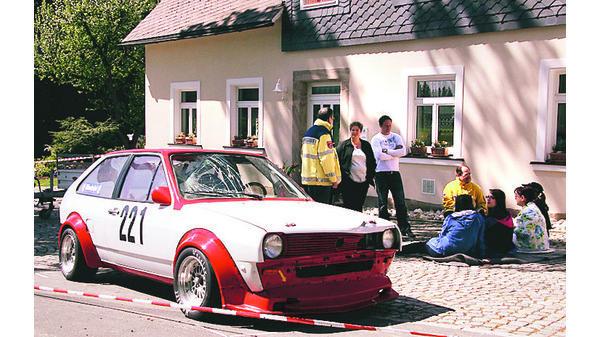 Rallye Auto Schleudert In Zuschauergruppe