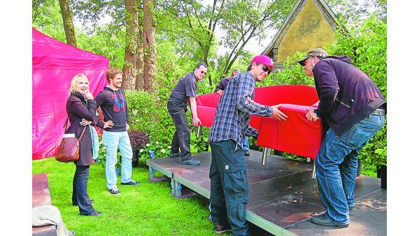 Landpartie Fest Bad Zwischenahn Das Rote Sofa Steht Schon Richtig