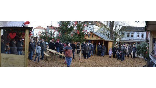 Weihnachtsmarkt Varel.Vareler Weihnachtsmarkt Zu Füßen Der Schlosskirche