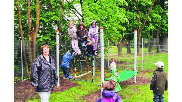 Klettergerüst Für Kleinkinder : Kindergarten grüppenbühren: klettergerüst auch bei regen gut besetzt