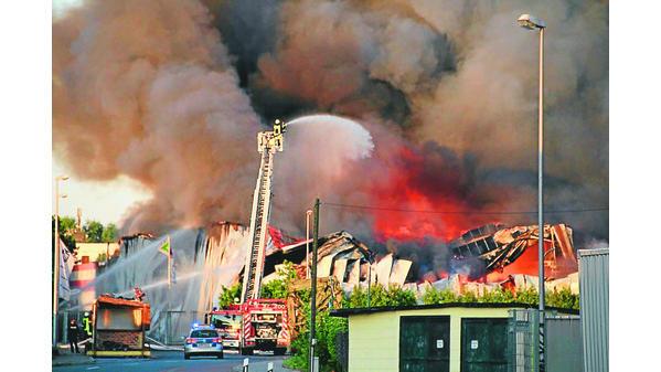 Feuer Bremen großbrand bremen feuer richtet millionenschaden an