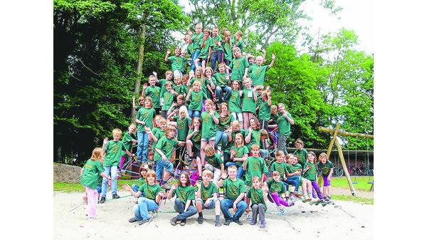 Klettergerüst Pyramide : Grundschule westerburg: pyramide lädt zum klettern ein