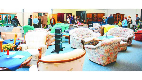 Diakonie Nadorst Treffpunkt Zwischen Gebrauchten Möbeln
