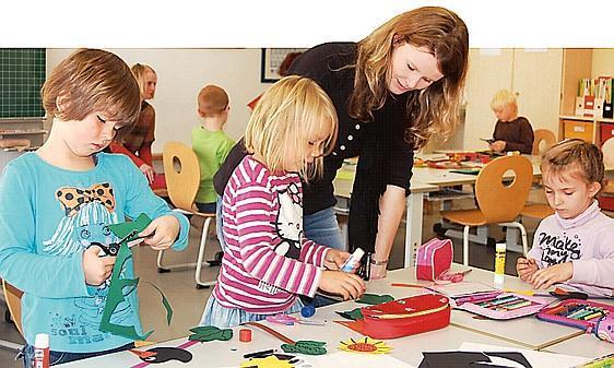Kooperation Ganspe Kindergartenkinder Basteln Mit Erstklässlern