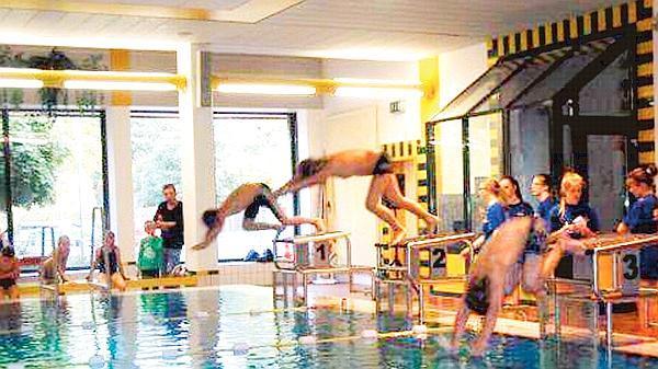 Schwimmbad Emstek dlrg emstek 46 mädchen und jungen am startblock