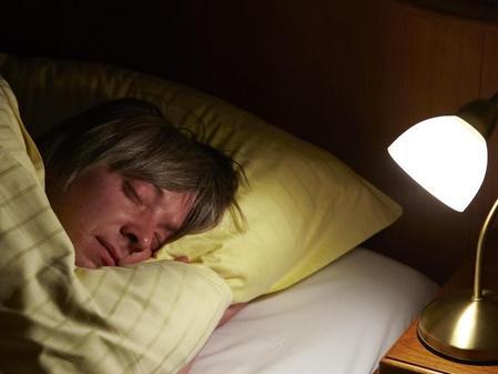 tipps f r angenehme nachtruhe gegen schlafst rungen wirkt baldrian nach etwa zwei wochen. Black Bedroom Furniture Sets. Home Design Ideas