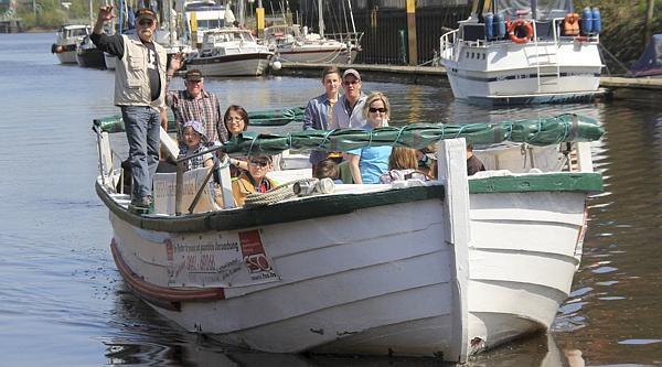 Rundfahrt Oldenburg: Börteboote starten auf der Hunte in