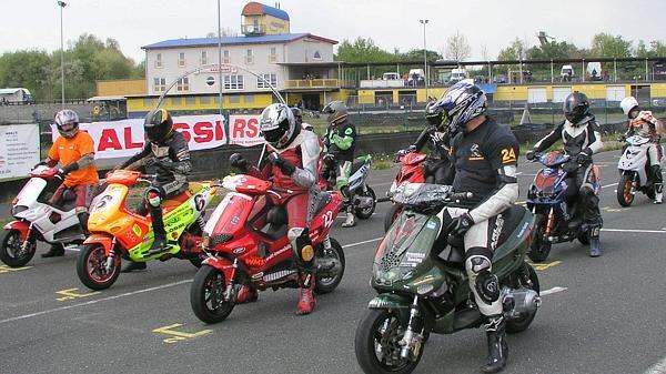 Scooter Rennen Rodenkirchen Hartmann Sammelt Am Harzring