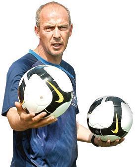 Fußball Basler Kehrt Auf Bühne Zurück
