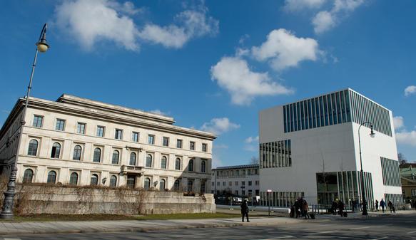 Fußbodenplatten Xp ~ Ns dokumentationszentrum in münchen: weißer würfel gegen braune