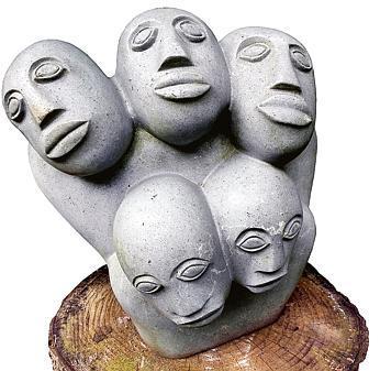 Kunst Delmenhorst: Afrikanische Steinköpfe zieren Skulpturengarten