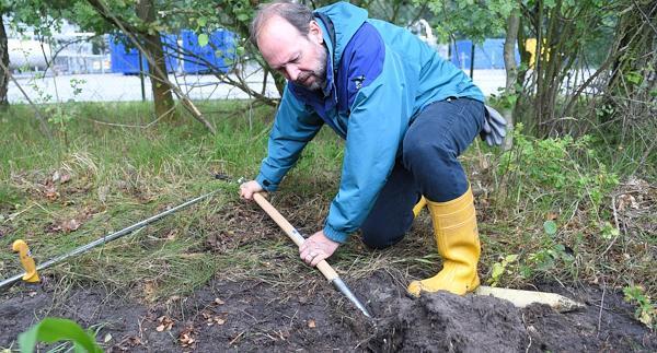 Umwelt experten untersuchen boden an erdgasf rderstellen for Boden herbst 2016