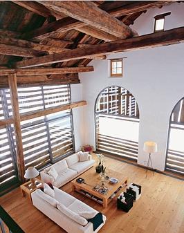 bauernhof alte scheune verwandelt sich in modernes loft. Black Bedroom Furniture Sets. Home Design Ideas
