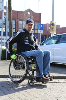 Behindertenparkplätze In Cloppenburg: Rollstuhlfahrer