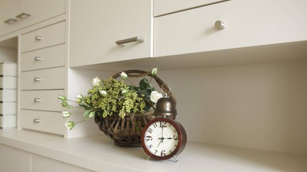 deutsche m belbranche unter druck schrankwand vor dem aus. Black Bedroom Furniture Sets. Home Design Ideas