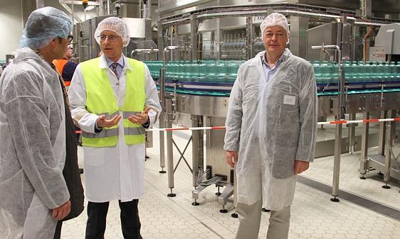 Einweihung Löningen: Locker 100 000 Flaschen pro Stunde