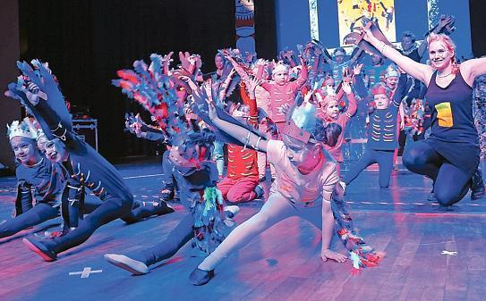 Karneval Nordenham 77 Kinder Erobern Dschungel Buhne