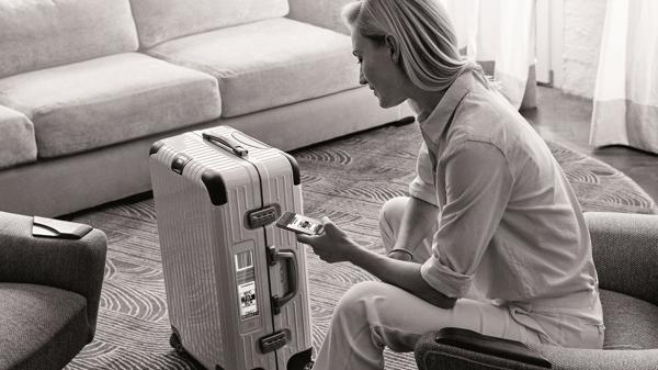 verlorenes gep ck bei flugreisen koffer bitte melden. Black Bedroom Furniture Sets. Home Design Ideas