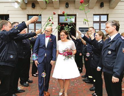 Hochzeit In Oldenburg Ihre Liebe Entflammte Bei Der Feuerwehr