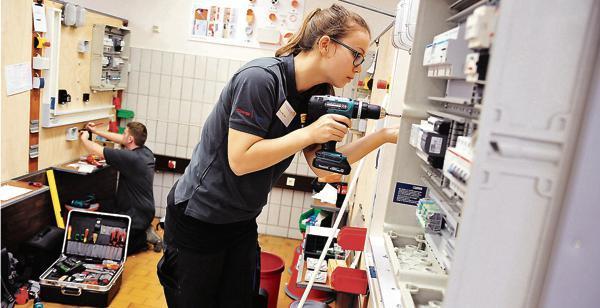 Wettbewerb Der Handwerker: Deutschland sucht den Super-Elektriker ...