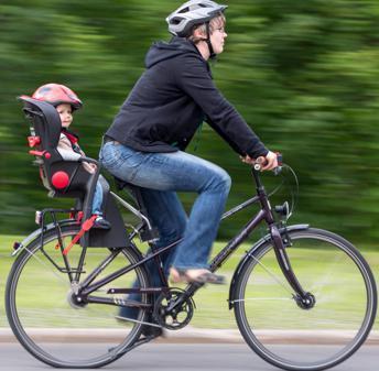 Fahrradkindersitze Sicher Durch Den Straßenverkehr