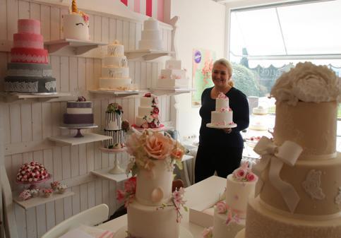 Hochzeitstorte Oldenburg   Little Luckies Rastede Von Sussen Cupcakes Und Grossen Torten