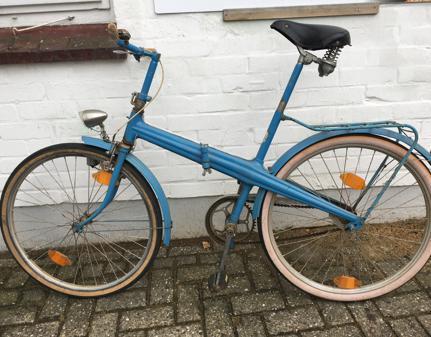ade589c0a6a25 Fahrrad-Oldtimer In Oldenburg  Faltrad passte auf Dachgepäckträger