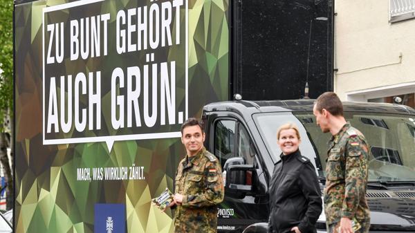 Nwz Bei Digital Konferenz Vor Ort Republica Und Bundeswehr Zoffen Sich