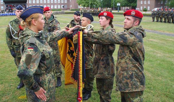 Bundeswehr Delmenhorst Soldaten Und Soldatinnen Legen Gelöbnis Ab