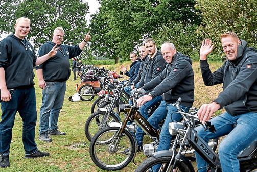 Treffen Grabstede Alte Mopeds Knattern Durch Grabstede