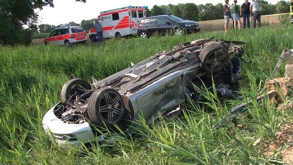 Unfall In Lohne Auto An Bahnübergang Von Zug Erfasst