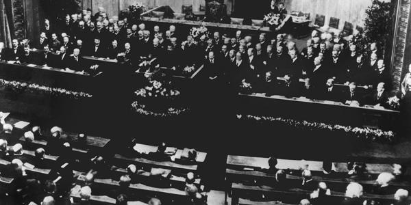 Weimarer Verfassung: Als die Demokratie laufen lernte