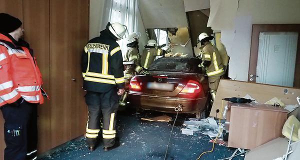 Unfall Kreyenbruck Mit Auto Quer Durch Die Bank