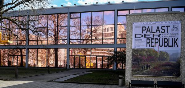 Kunst Berliner Palast Der Republik öffnet Symbolisch Wieder