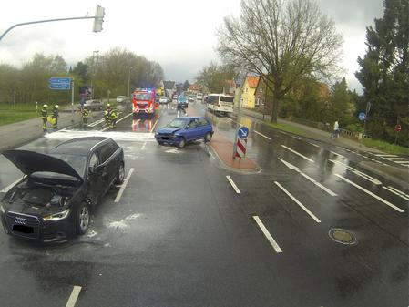 Drei Fahrzeuge Beteiligt 87 Jährige Stirbt Bei Unfall In Oldenburg