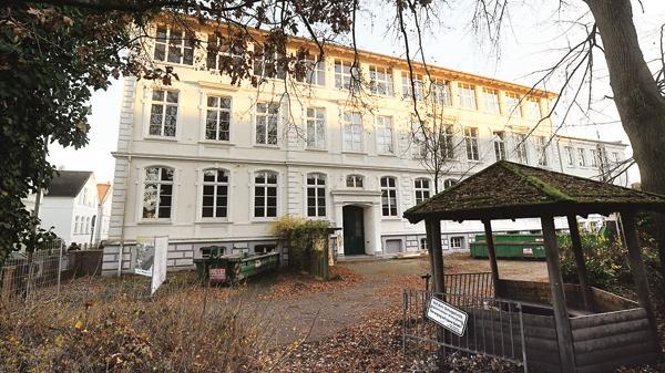 milchstra e in oldenburg neues leben zieht in alte m dchenschule ein. Black Bedroom Furniture Sets. Home Design Ideas