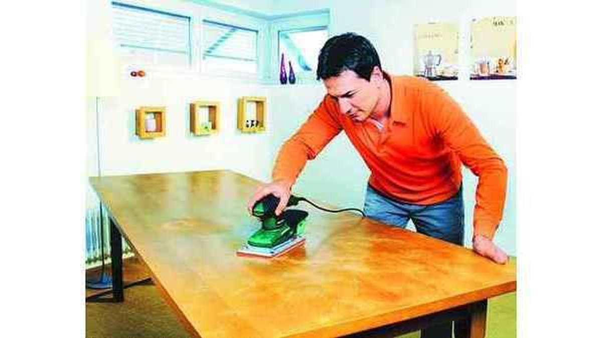 MÖBEL: Flecken aus Holz entfernen