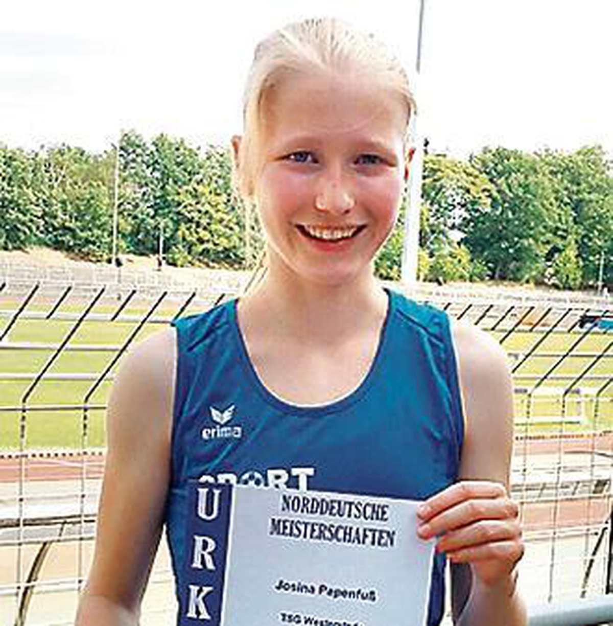 Leichtathletik Westerstede: Josina Papenfuß läuft sich