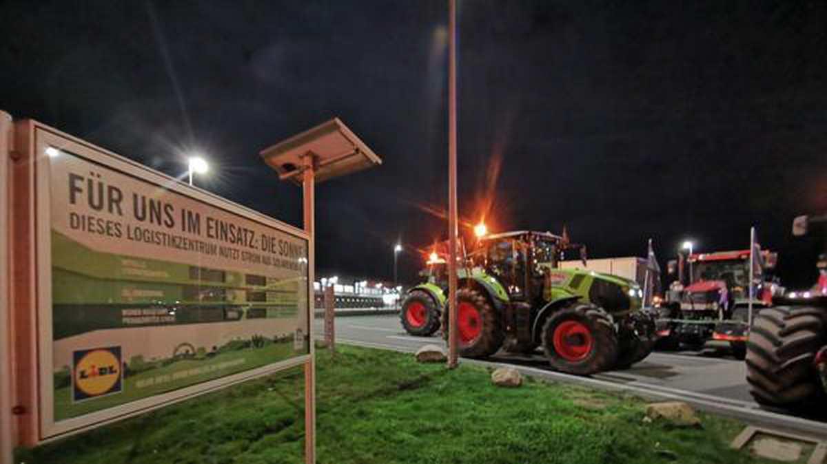 Demo in Cloppenburg: Bauern-Protest vor Lidl-Lager beendet