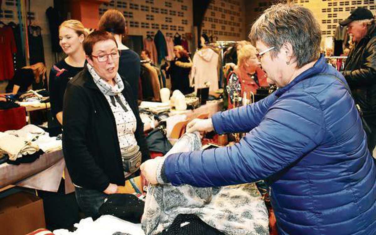 Flohmarkt In Varel: Neues Leben für alte Klamotten